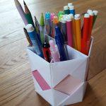 Papírový stojánek na psací potřeby